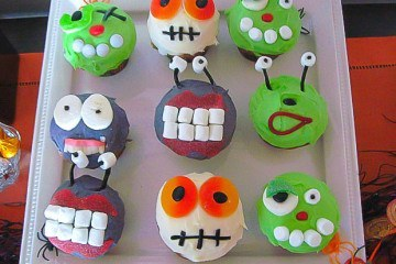 Halloween cupcake monsters and aliens with candy
