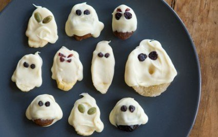 Recipe from Whole Foods Market for Halloween White Chocolate Ghosts