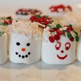 Easy Rainy Day Kids Craft: Holiday Marshmallows