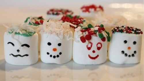 Easy Rainy Day Kids Craft: Holiday Marshmallows