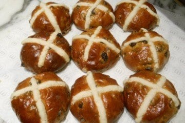 Mandarin Cake Shop Hot Cross Buns