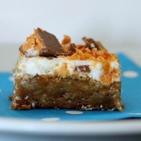 Frosted Butterfinger Blondies Recipe (Frosting Optional)