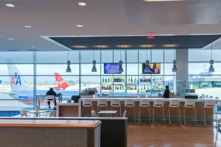 Airlines and Airport Lounges