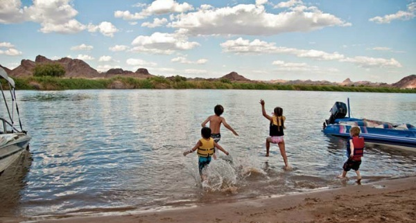 Yuma AZ Kids enjoy the river