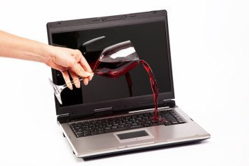 How to Clean Wine Spills From a Laptop Computer