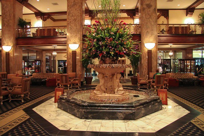 The Peabody Memphis Ducks March into this Fountain