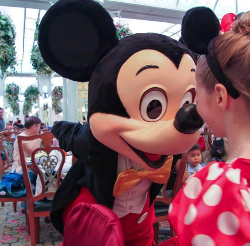 Should You Book Hong Kong Disneyland Hotel Character Dining?