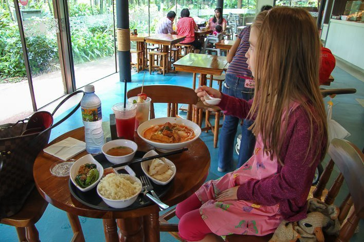Singapore with Kids- Jurong Bird Park Dining