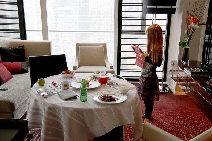 four seasons hotel shanghai pudong room service