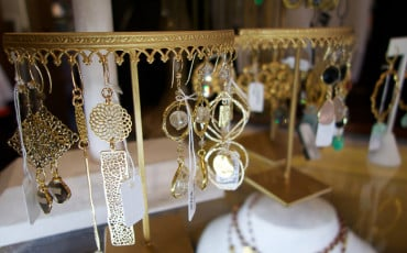 kelly hass jewelry san dieg earring display