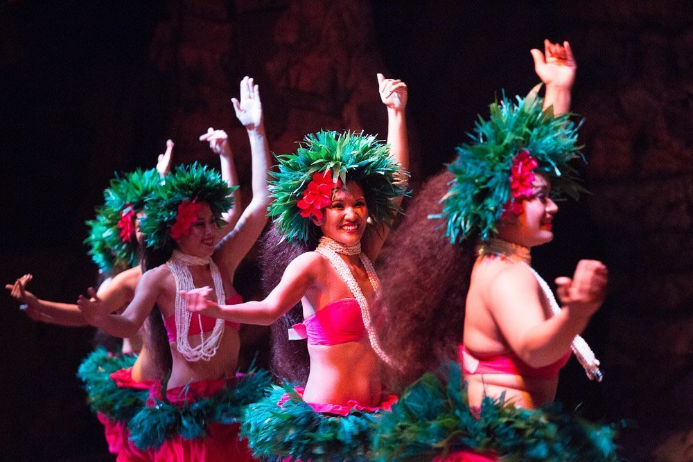 drums of the pacific luau maui dancers