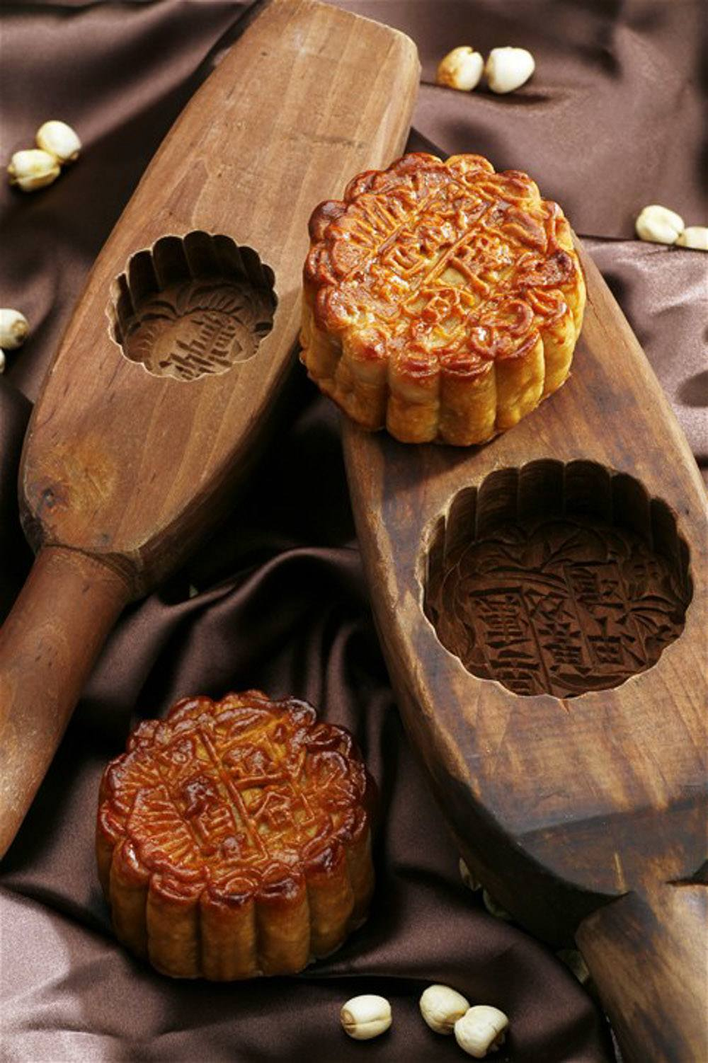 What you need to know about Mid-Autumn Festival (also called Moon Festival) including how to eat a mooncake.