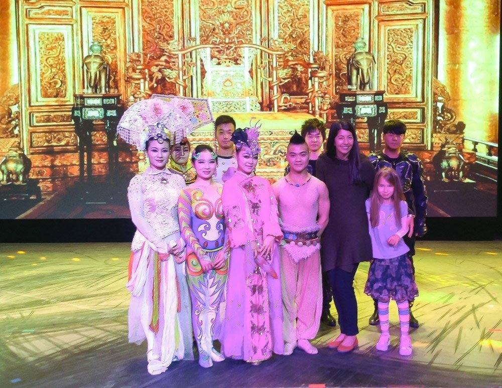 Chaoyang Theater acrobats in Beijing with kids