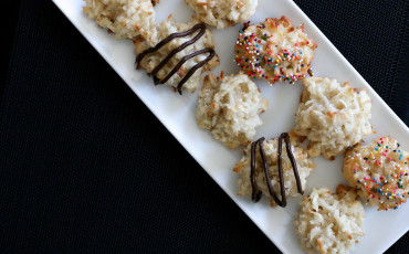 Easy decorated coconut macaroon recipe