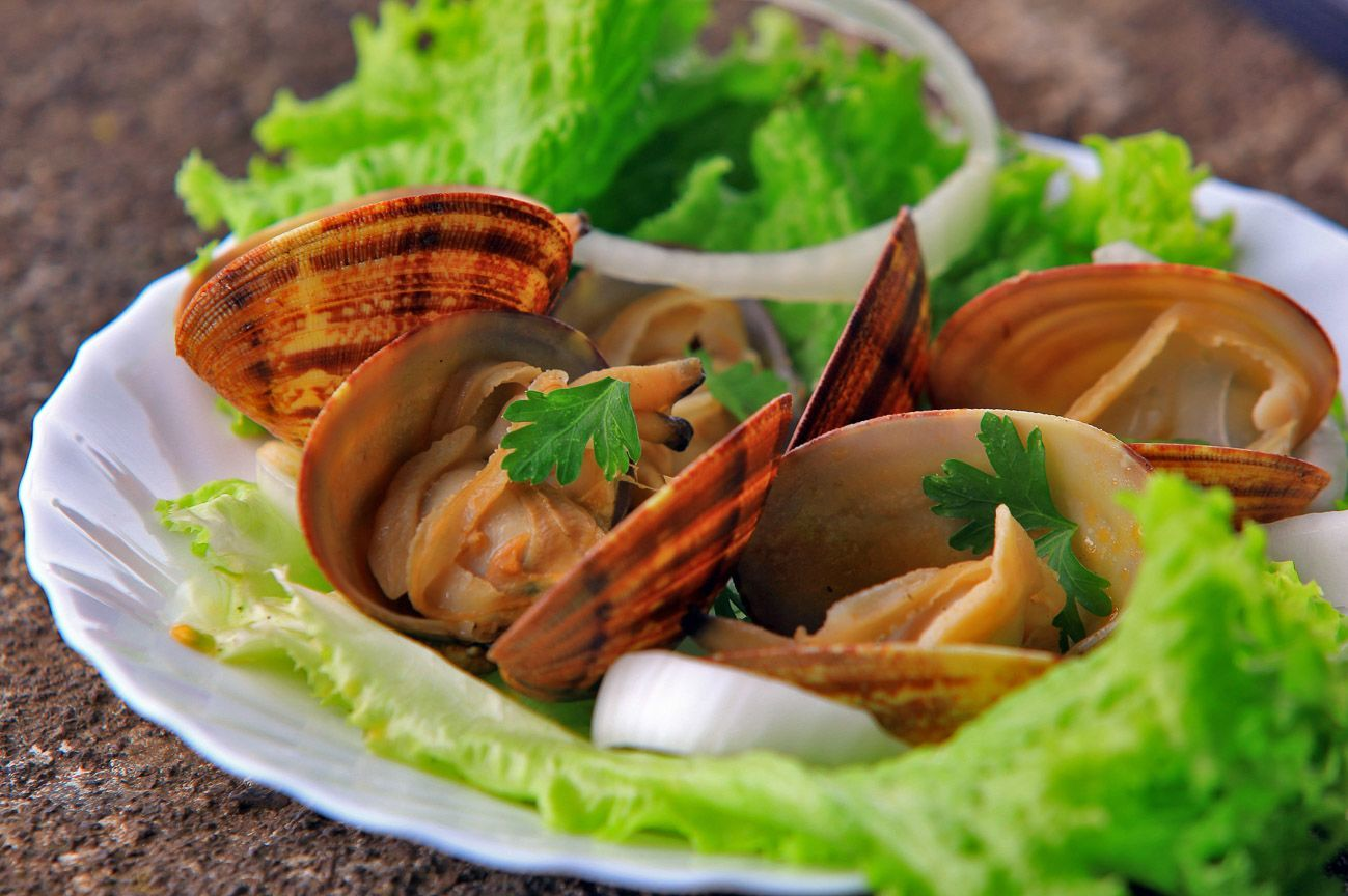 Eat clams when in the Azores!