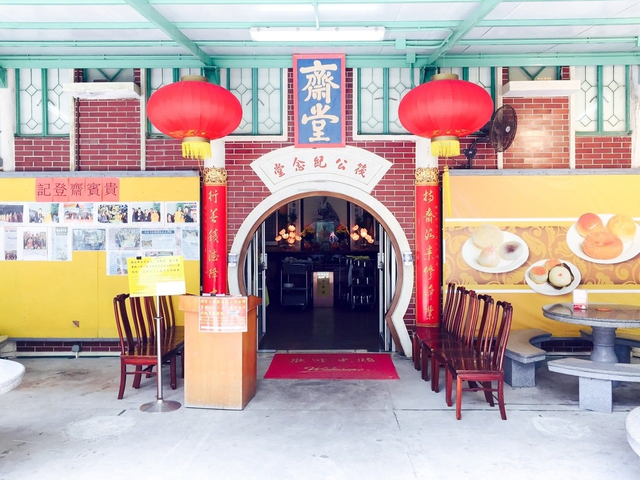 The entrance to the VIP room at the Po Lin Monastery