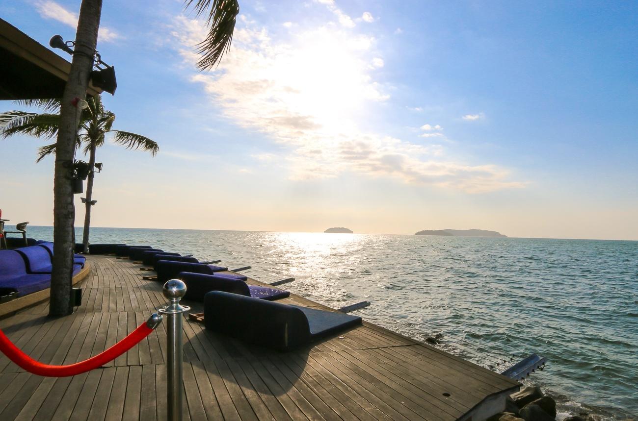 Water's edge seating at Sunset Bar at Shangri-la's Tanjung Aru Resort and Spa in Kota Kinabalu