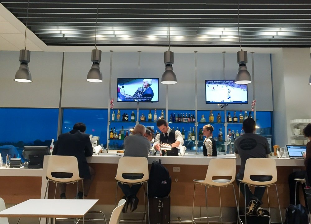The new Airspace Lounge replaces the Admirals Club at San Diego International Airport. We love the new improvements!