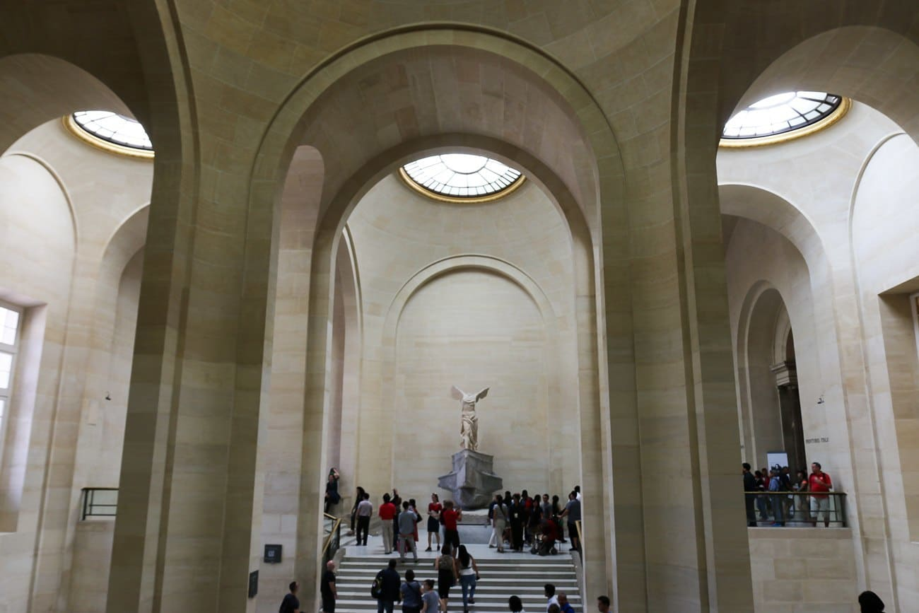 winged victory samothrace louvre