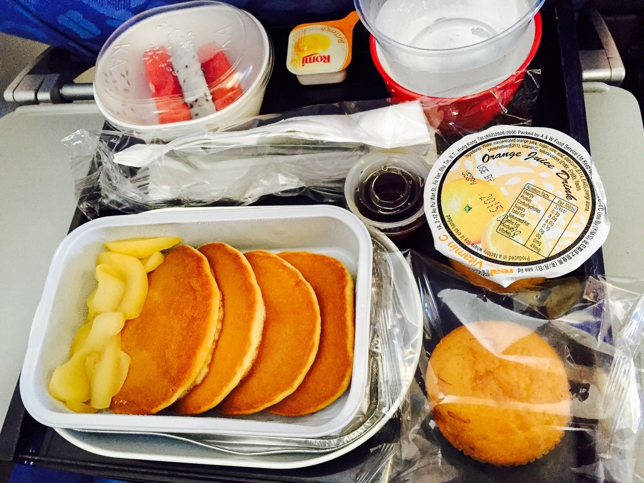 A children's meal on a Dragonair short haul flight between Hong Kong and Kota Kinabalu