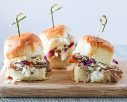 Easy Slow Cooker Pulled Pork Slider Recipe for Game Day