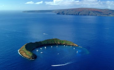 A review of our snorkeling tour around Molokini island with Kai Kanani charters and what we say underwater.