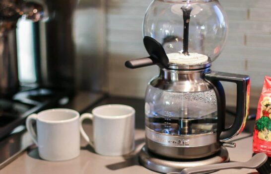 5 Reasons to Try a Siphon Coffee Maker