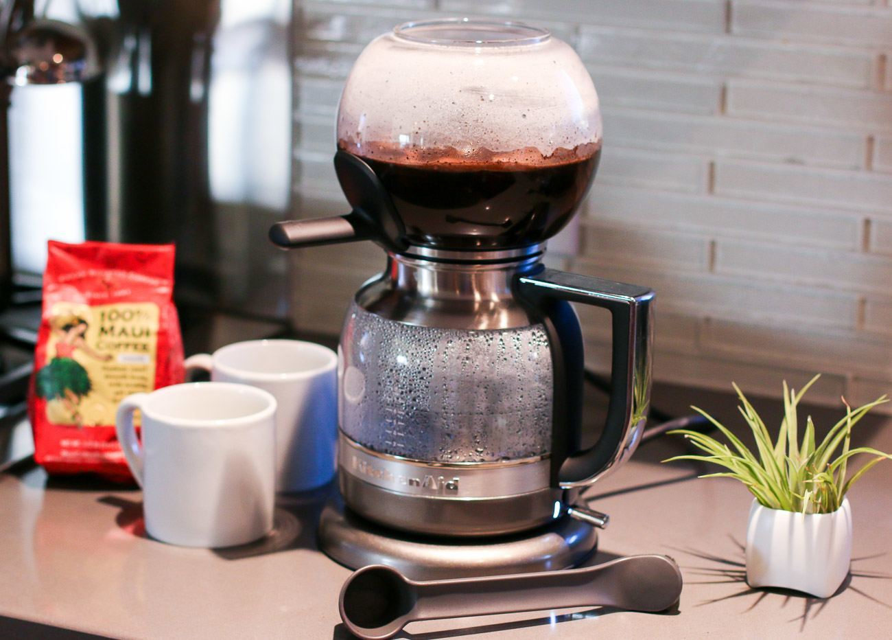 Amazing coffee brewing in a KitchenAid Siphon Coffee Brewer.