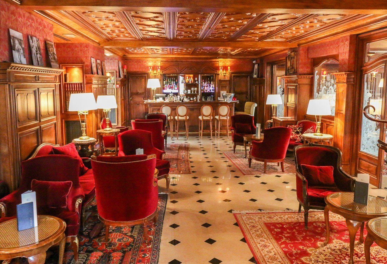 The elegant English Bar at Hotel Regina in Paris