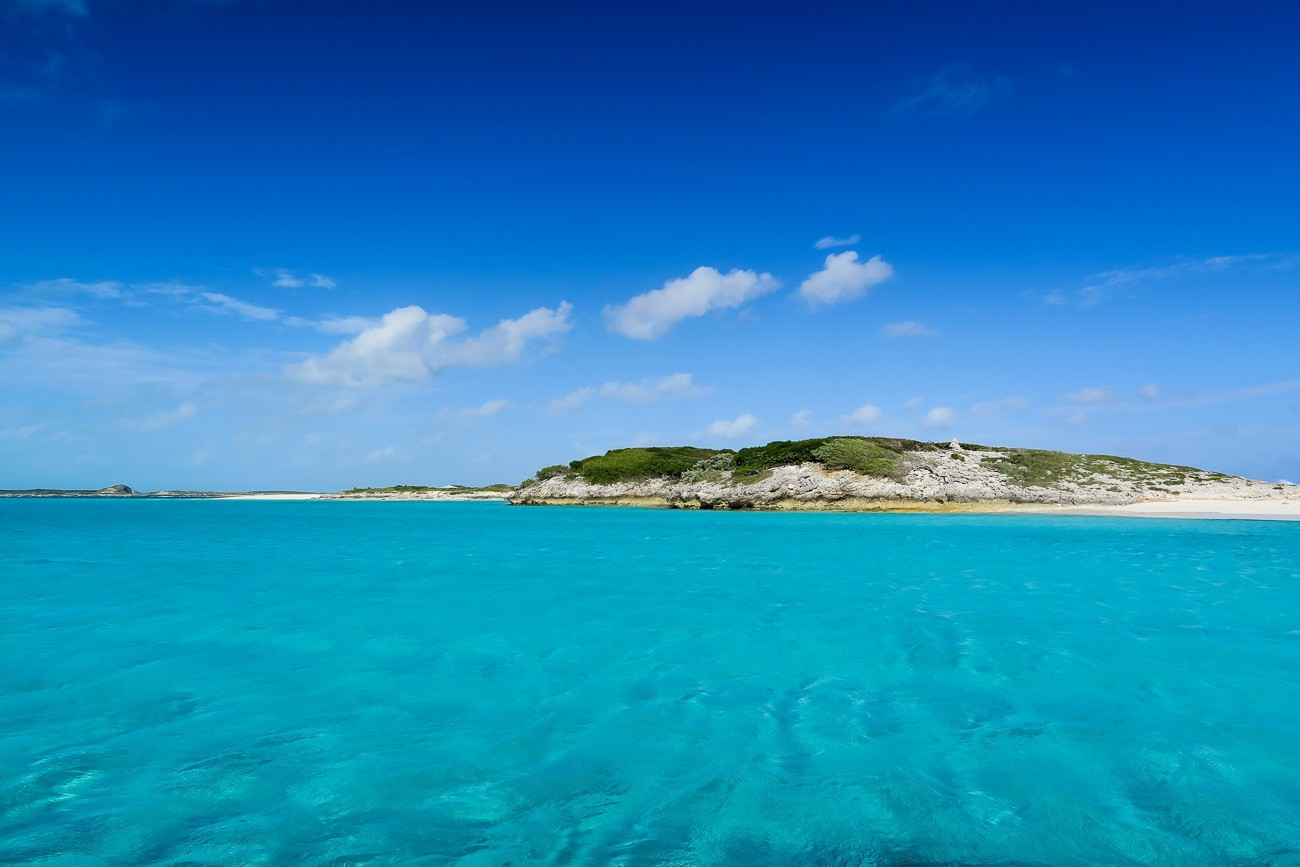 Crystal clear and shallow water in the Exumas as seen during our swimming pigs tour.