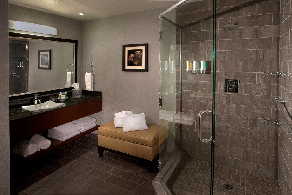 A guest room bathroom at Beach Terrace Inn, one of the best San Diego hotels on the beach.