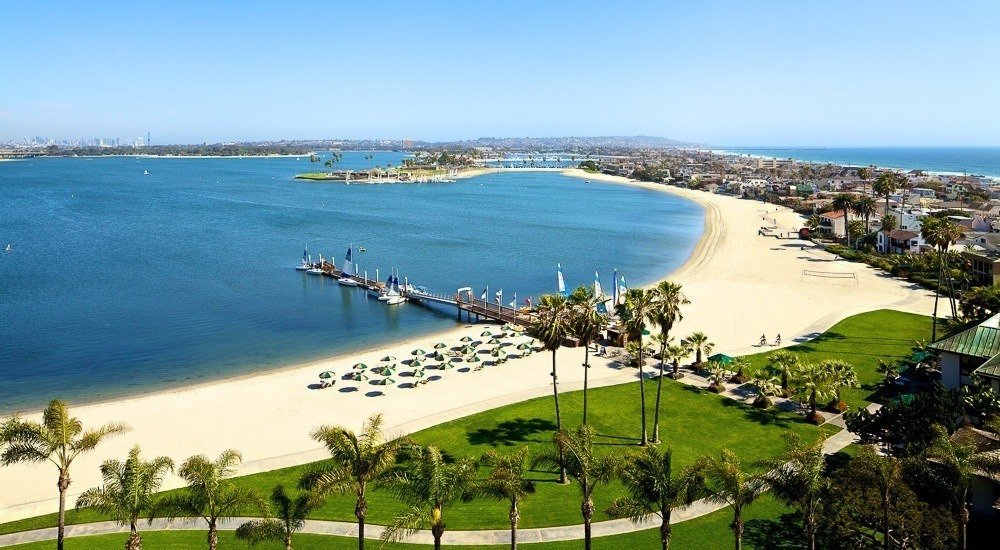 The stunning bay beach at the Catamaran Resort Hotel and Spa, a family-friendly San Diego hotel.
