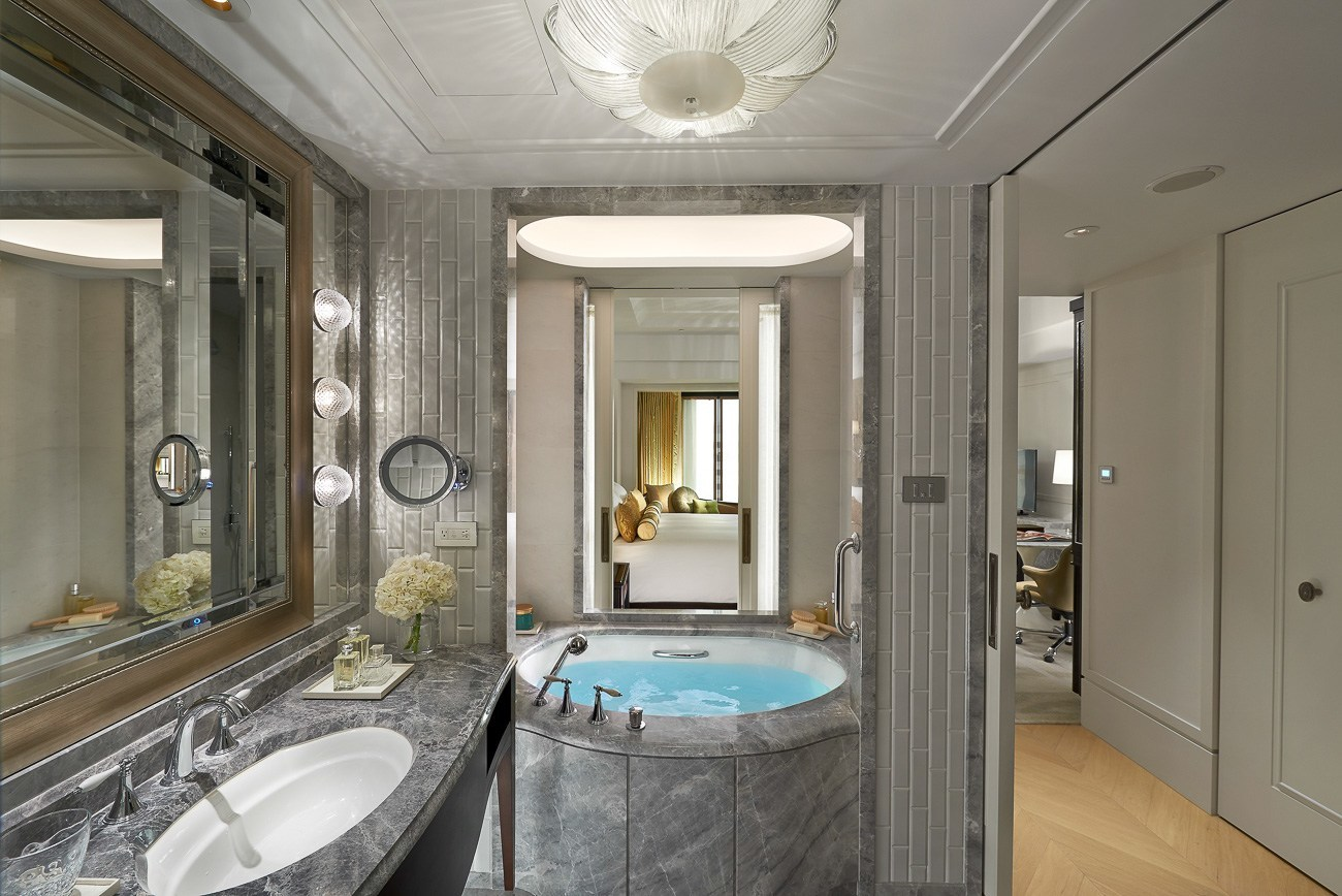 The gorgeous marble bathroom at Mandarin Oriental, Taipei