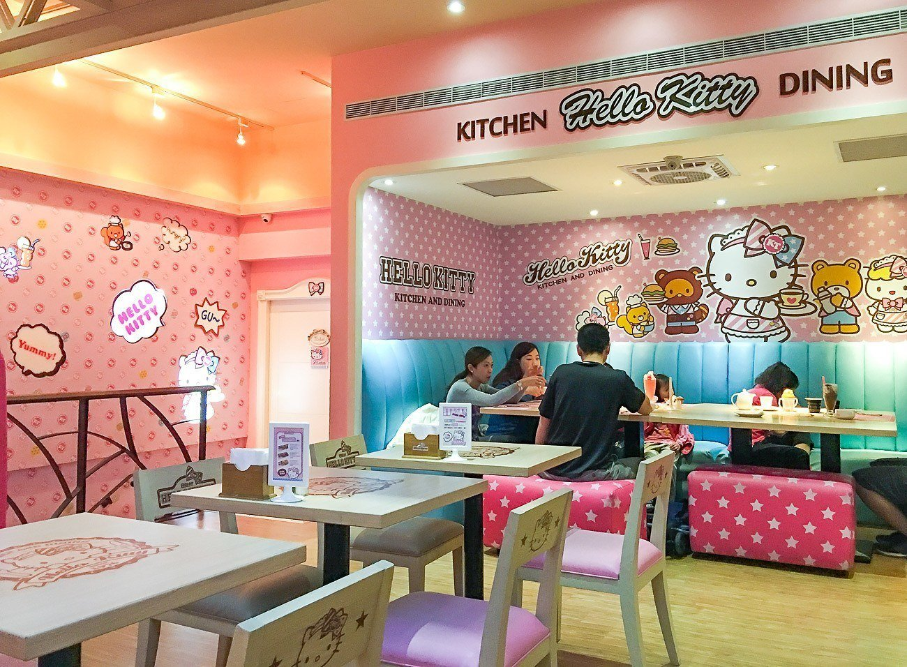 What It S Like To Eat At Taipei S Hello Kitty Cafe La