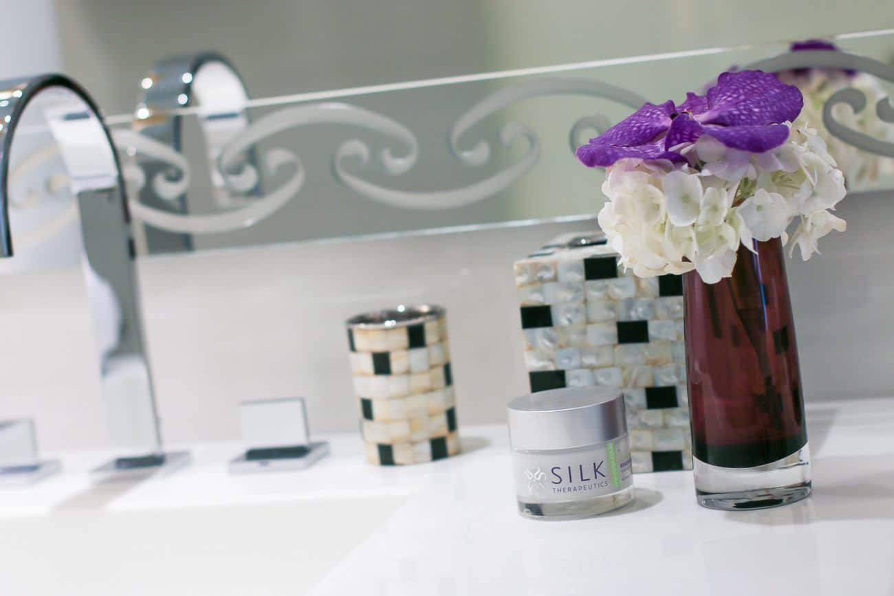 A review of Silk Therapeutics Renewing Peel. It rejuvenates skin using only 5 natural ingredients.