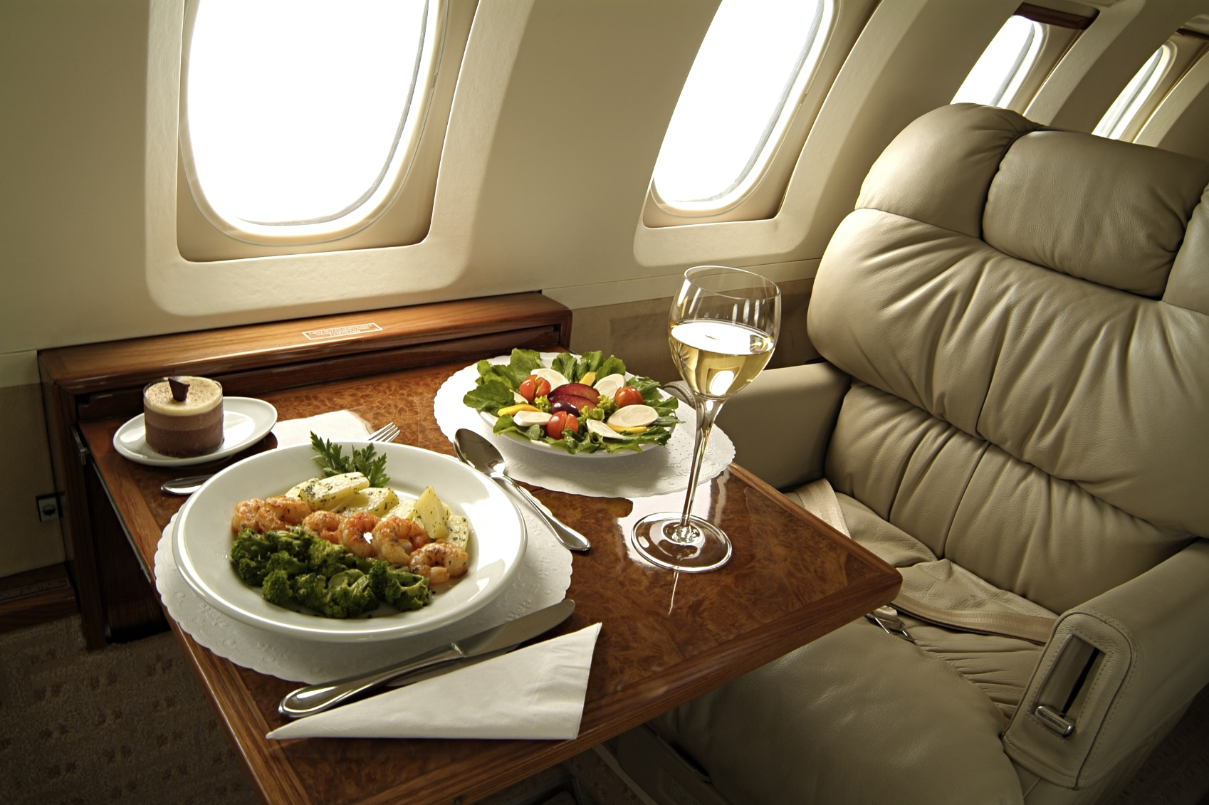 How to buy discount business class tickets and discount first class tickets.
