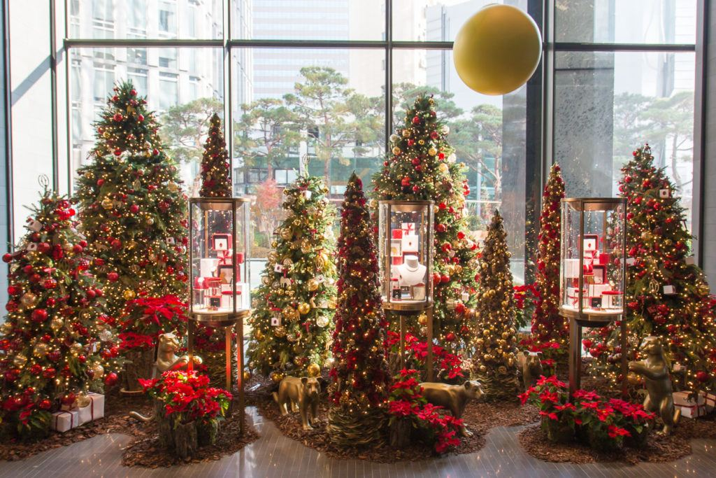 Display cases with the Cartier ornaments at Four Seasons Hotel Seoul.