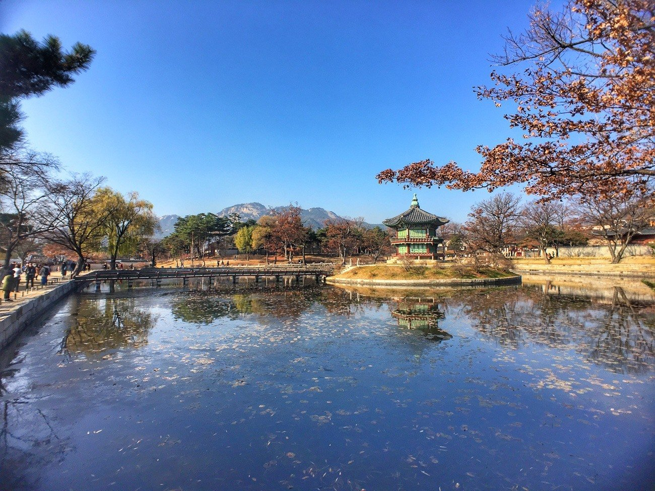Gyeongbokgung Palace is just a few minutes' walk from Four Seasons Hotel Seoul.