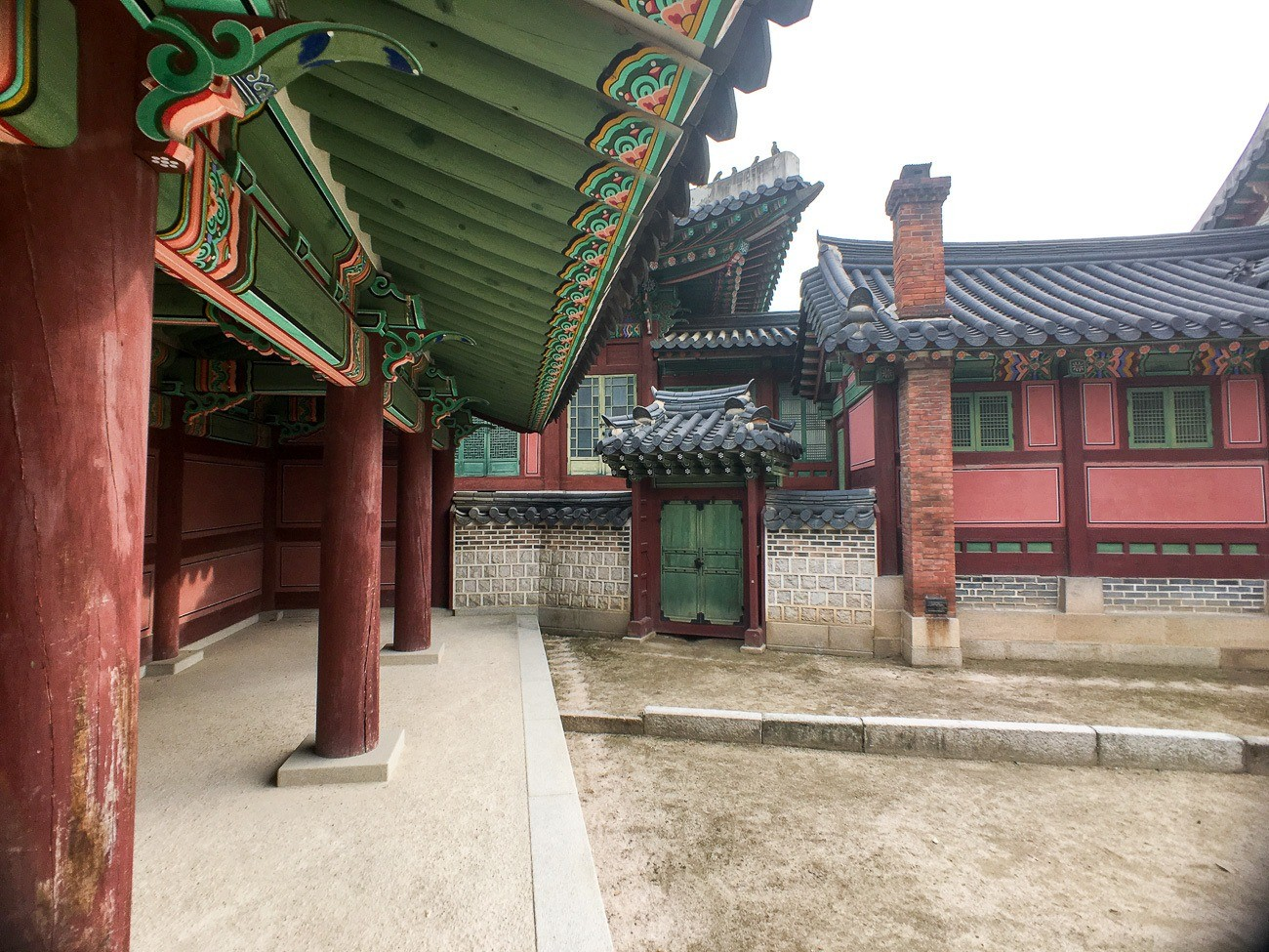 Is the Moment wide angle lens one of the best iPhone lenses? I tried it at Changdeokgung Palace in Seoul.