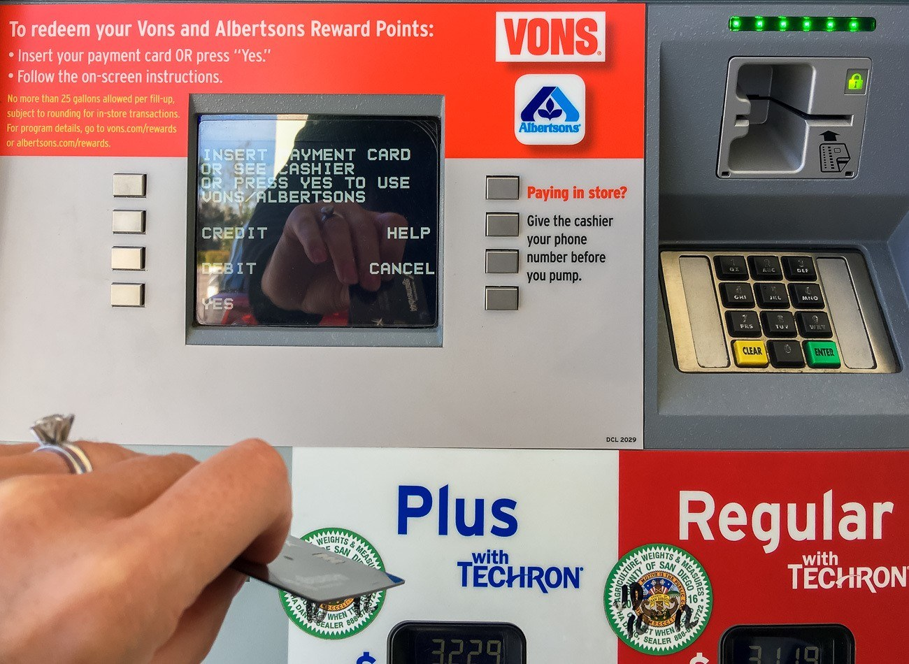 Save money on gas at Chevron and Texaco stations throughout Southern California with Albertsons Rewards.