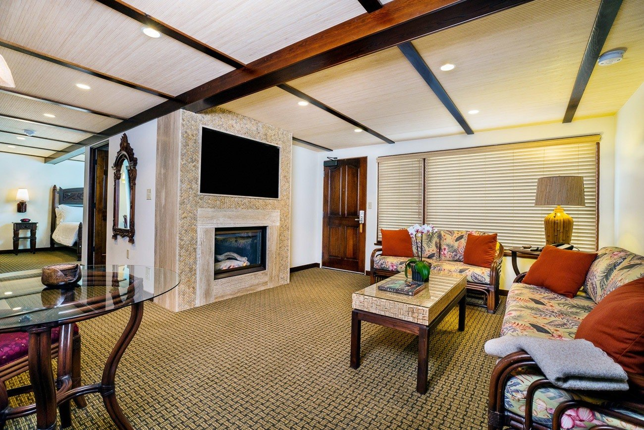 A Balinese inspired living room at Pantai Inn, one of the hotels with kitchens in San Diego.