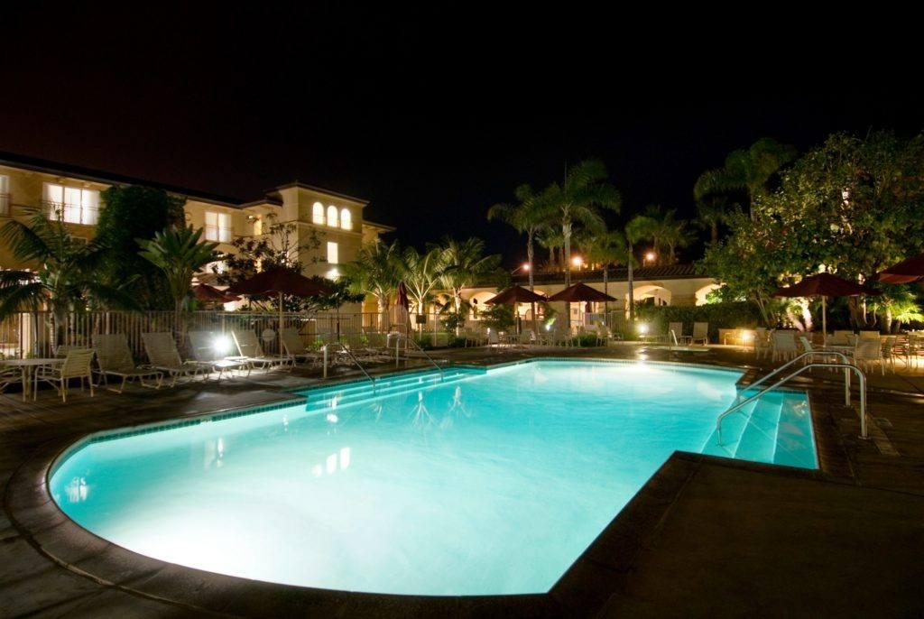 The Hilton Garden Inn Carlsbad Beach pool, a great hotel near LEGOLAND California.
