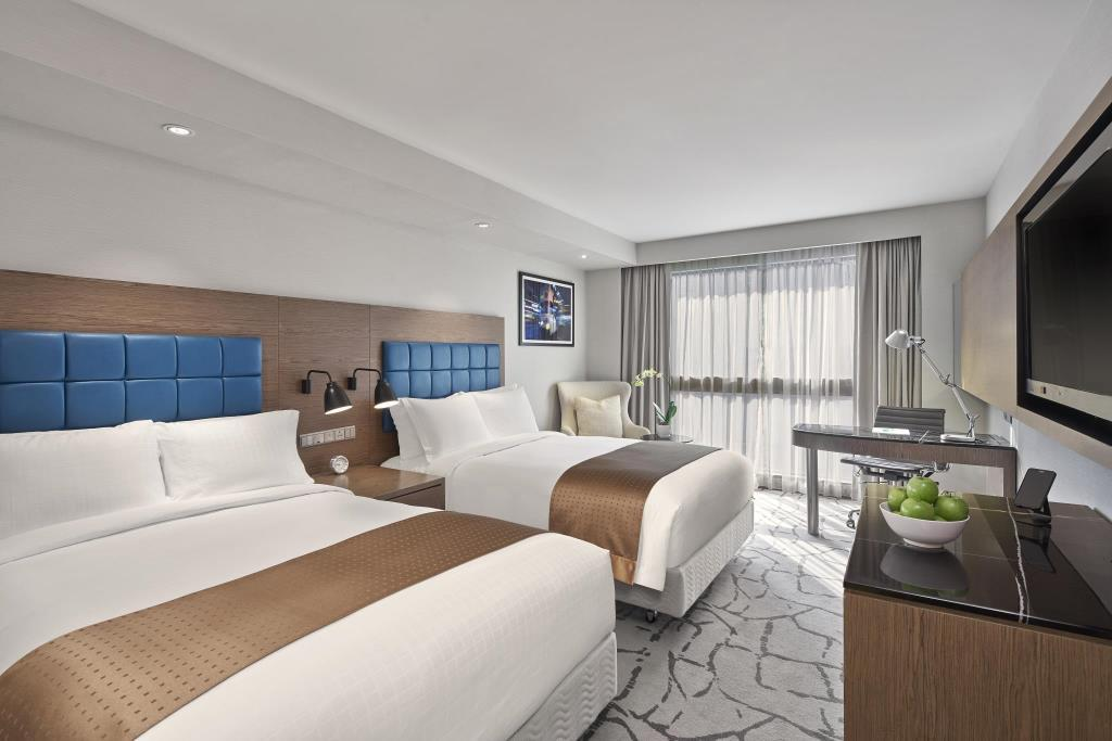 Holiday Inn Golden Mile is a top Hong Kong family hotel.