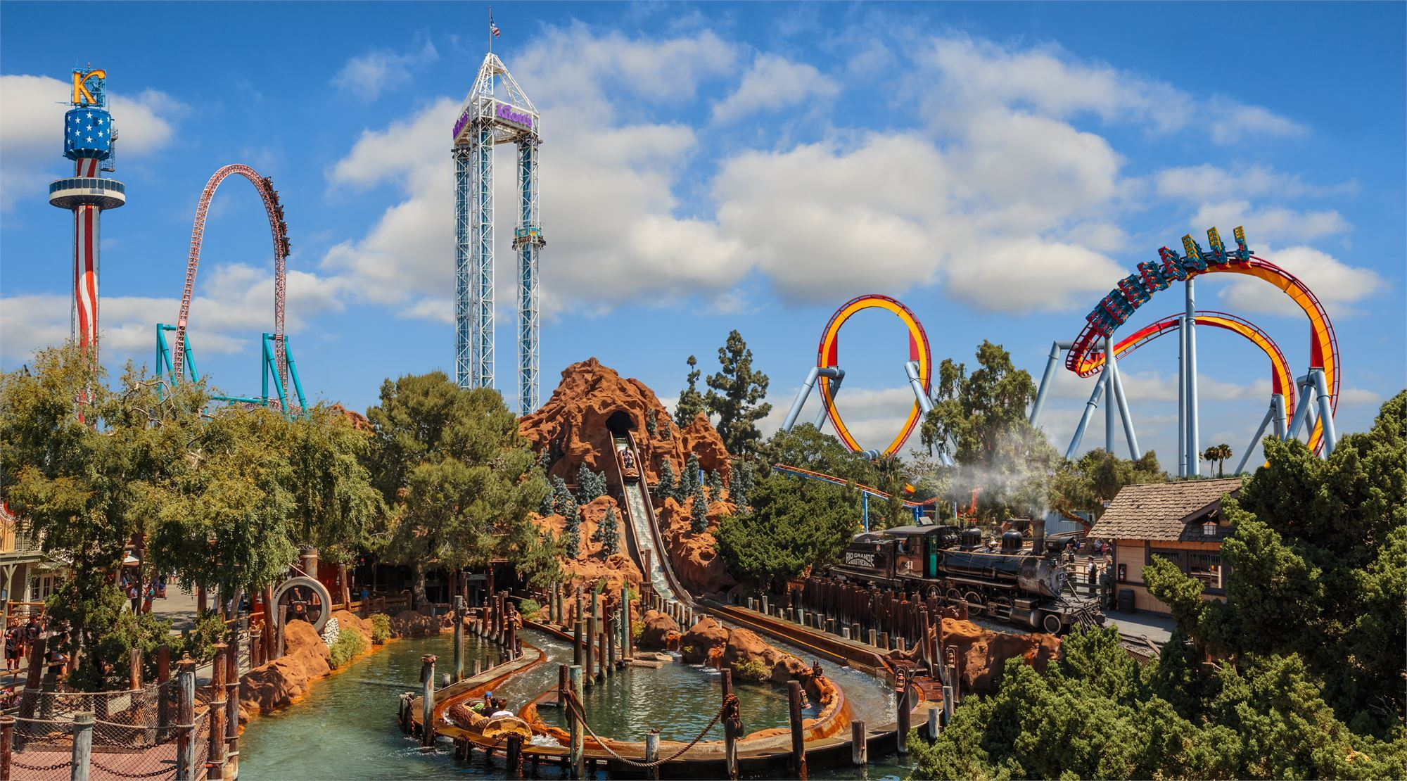 When you're looking for a great day out in California, Knott's Berry Farm is the best solution for the whole family with its dozens of rides, roller coasters, and attractions.