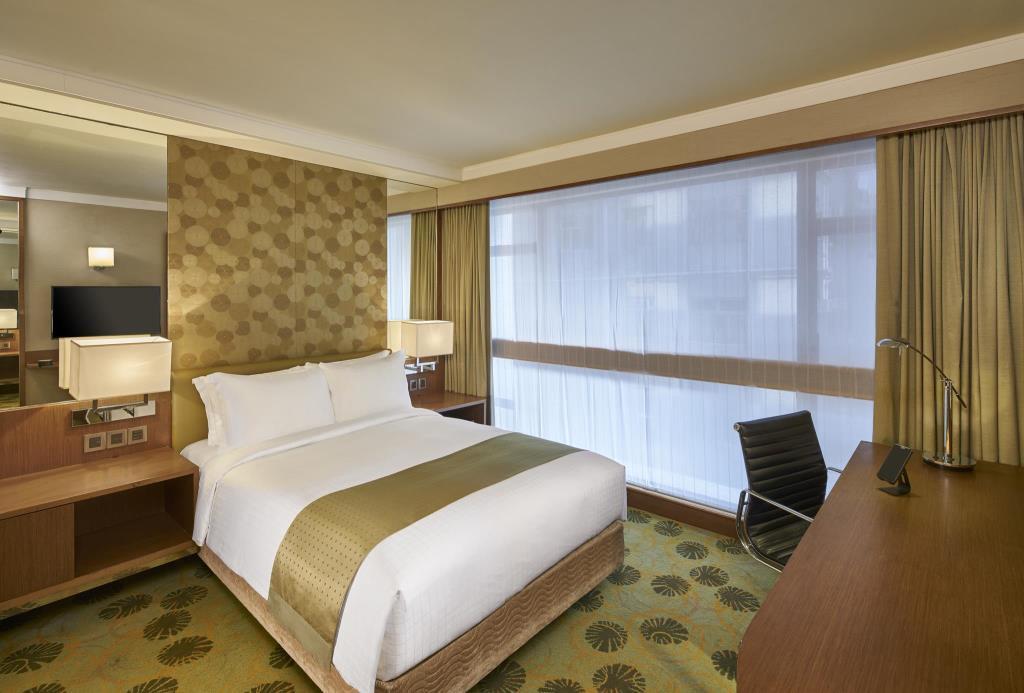A Standard King at Holiday Inn Golden Mile, a four-star Hong Kong hotel.