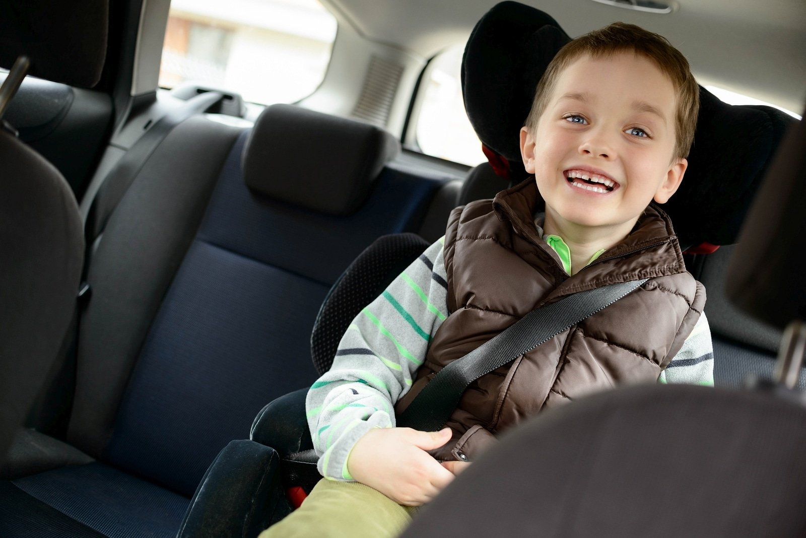 Best activities for the car to entertain young kids on road trips and while running errands.
