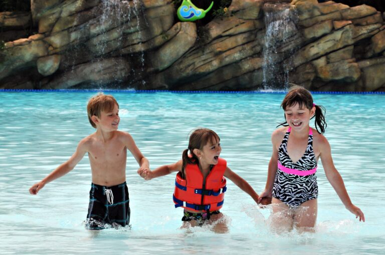 How to Buy Discount Aquatica San Diego Tickets for the Water Park's Final Season