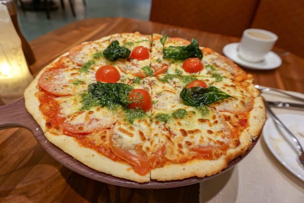 Margherita pizza at Disney Explorers Lodge