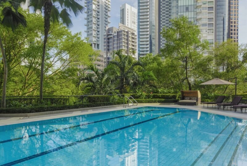 four seasons singapore adult pool