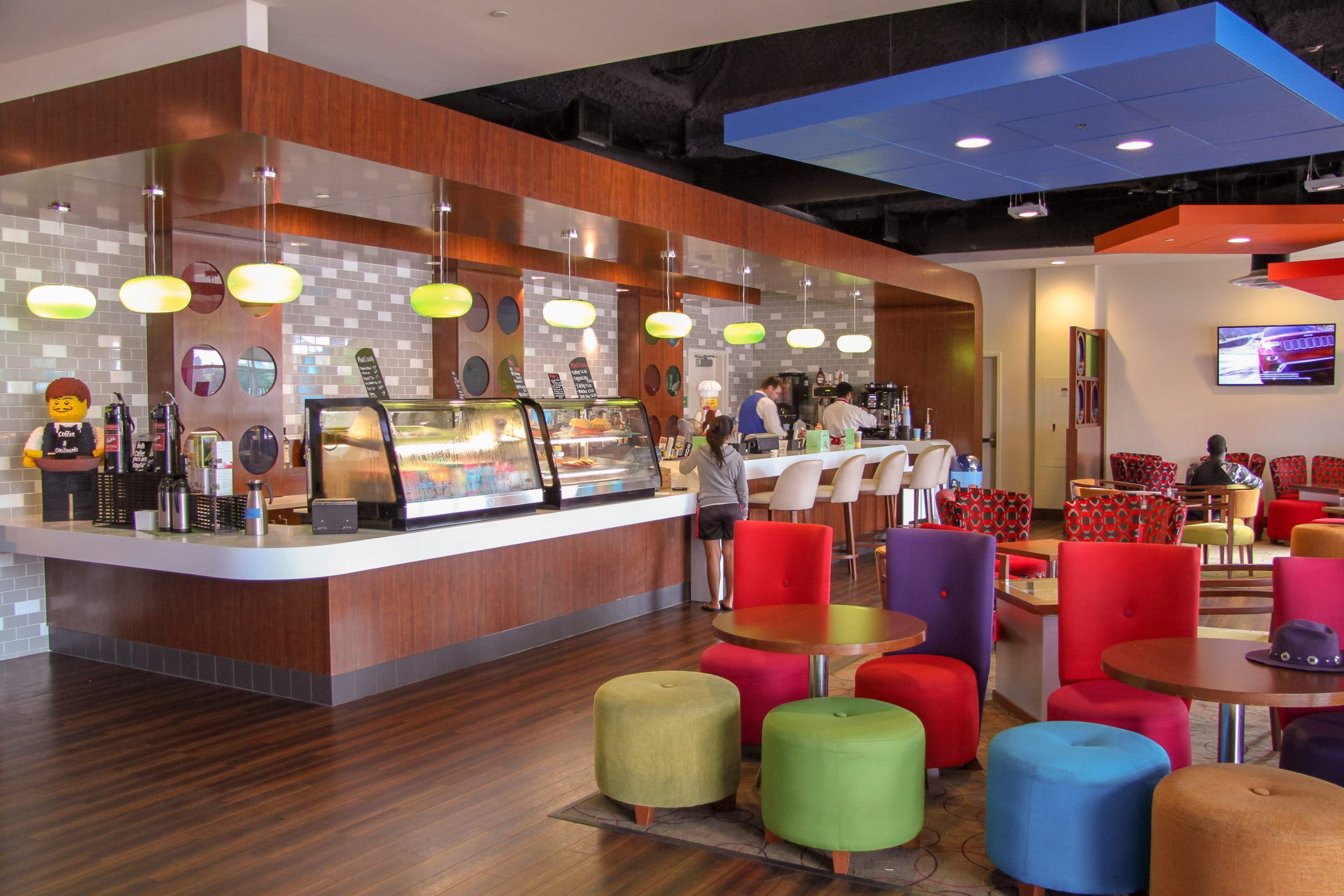 Minis Lounge at LEGOLAND Hotel serves wine, beer, coffee and food.
